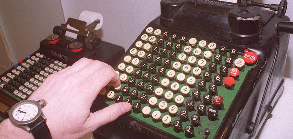 'De la mano a la electrónica', máquinas de calcular', en Santo Domingo