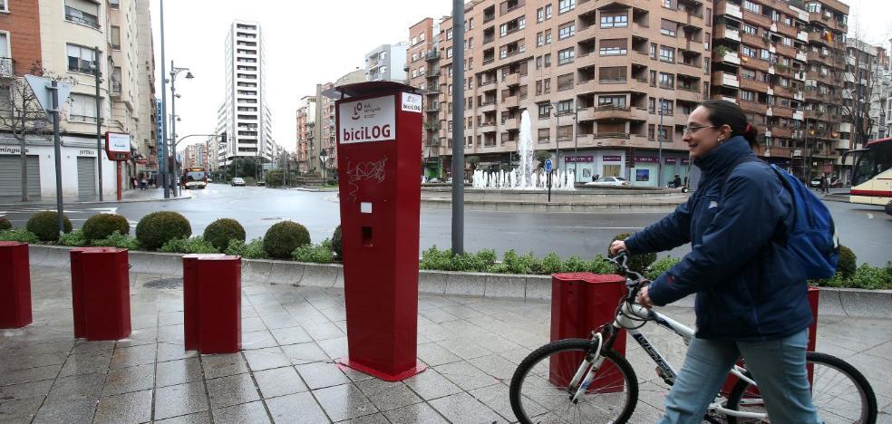 El nuevo sistema de alquiler de bicicletas ultima la instalación de la red de puntos para préstamo