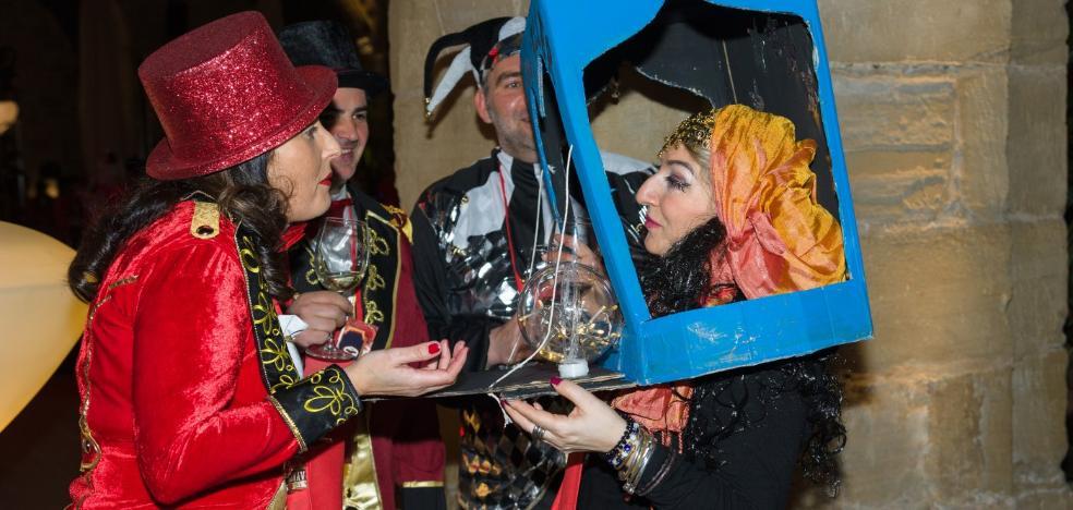 El carnaval hace brillar la noche del vino