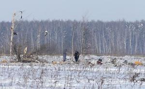 Los investigadores aclaran que el avión explotó después de estrellarse a las afueras de Moscú