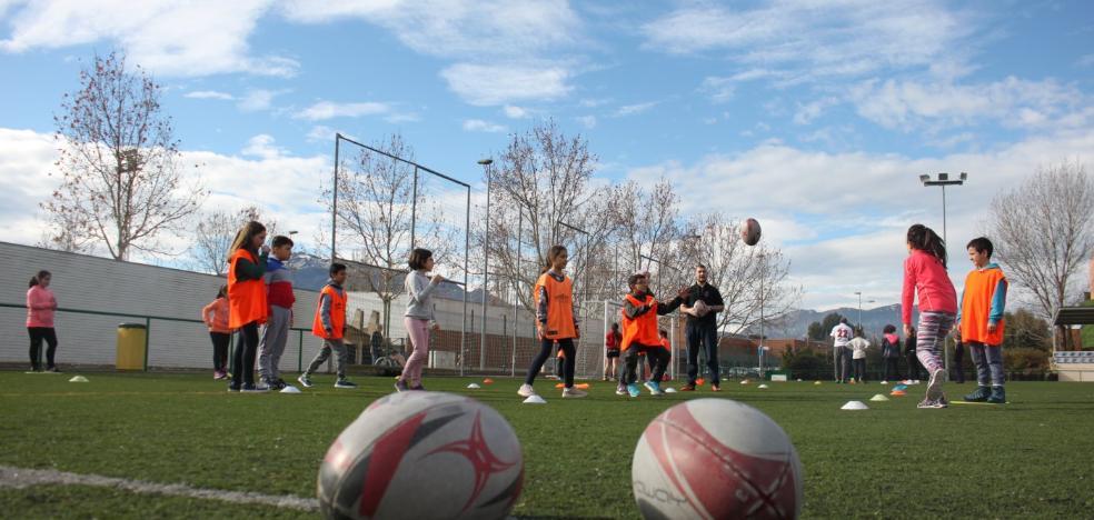 Cien alumnos de los CRA riojabajeños comparten deporte en Arnedo