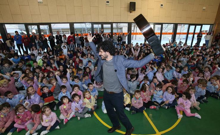 Pablo Sáenz Villegas, en el colegio Siete Infantes