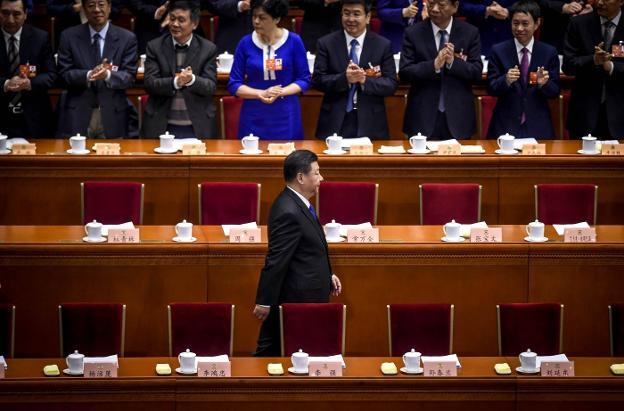 El presidente Xi Jinping es recibido con aplausos a su llegada a la conferencia política celebrada ayer en Pekín. :: Wang zhao / afp/