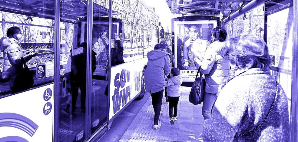 El PSOE propone paradas 'a la carta' para mujeres en el bus búho por su seguridad