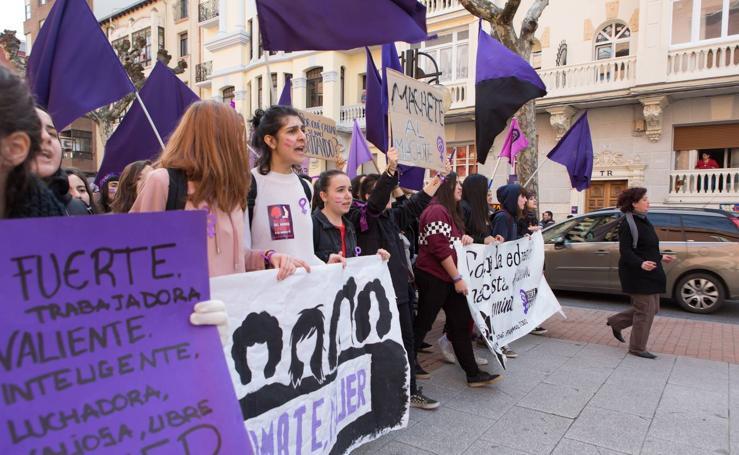 Las estudiantes se manifiestan por Logroño en el Día Internacional de la Mujer