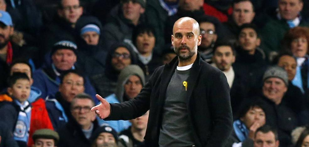 Guardiola, multado con 22.500 euros por lucir el lazo amarillo