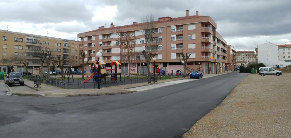 El PP denuncia que las obras en la calle La Puebla siguen «a medio terminar»