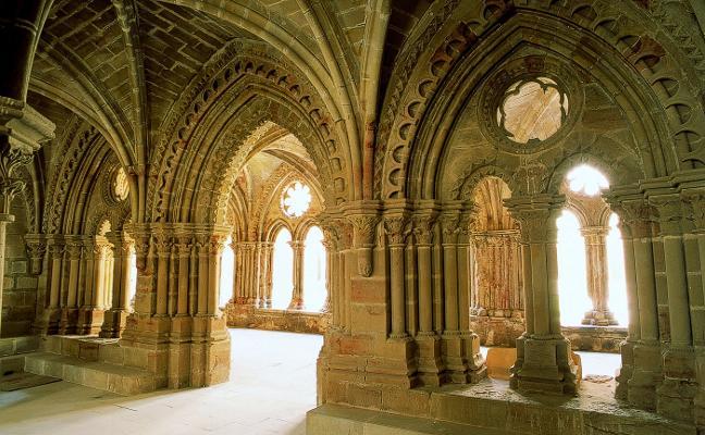 El monasterio de Rueda forma uno de los conjuntos culturales más bellos de la Ribera Baja del Ebro, en la provincia de Zaragoza, un lugar donde se respira espiritualidad