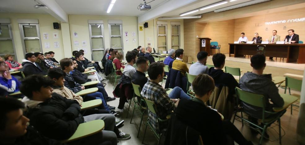 El IES Cosme García presenta un protocolo de actuación frente a ataques armados