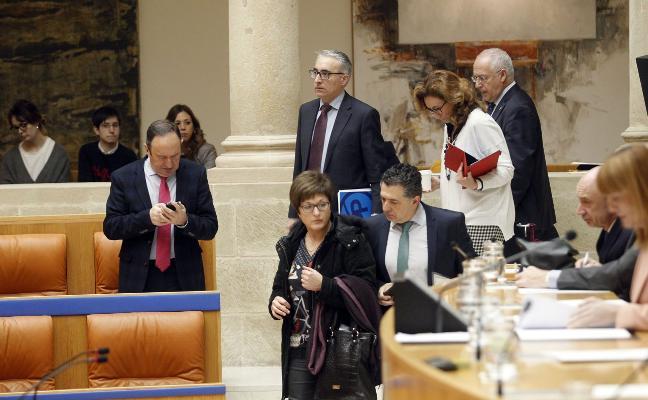 El Parlamento pacta un acuerdo de mínimos en infraestructuras para presionar al Estado