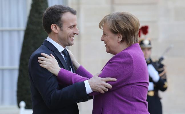 Macron y Merkel buscan una vía ambiciosa para refundar Europa