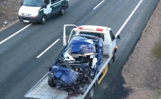 Fallece un conductor tras chocar su coche con un camión en Valverde