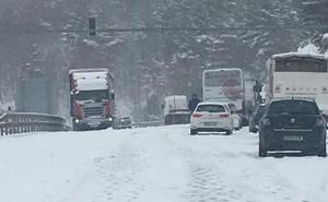 La nieve provoca los primeros incidentes en La Rioja