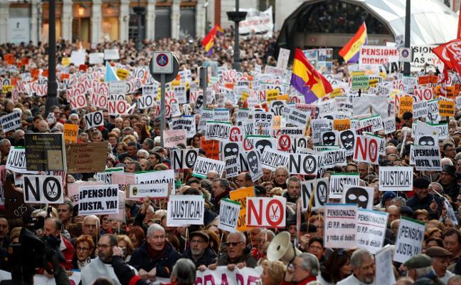 El Gobierno planea eximir del IRPF a los pensionistas que cobren hasta 17.000 euros