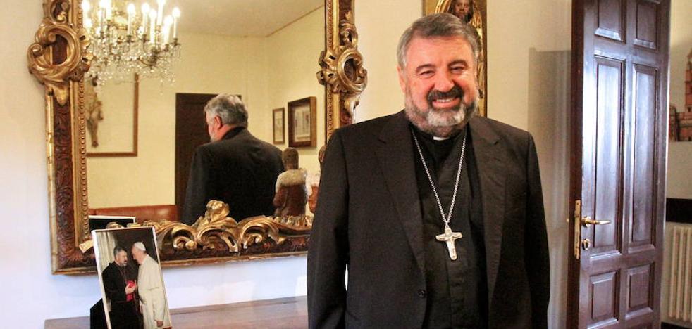 El obispo agradece a los cofrades su implicación en conservar los valores religiosos