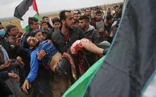 La tensión crece en Gaza: dieciséis palestinos muertos y mil heridos en el choque con soldados israelíes