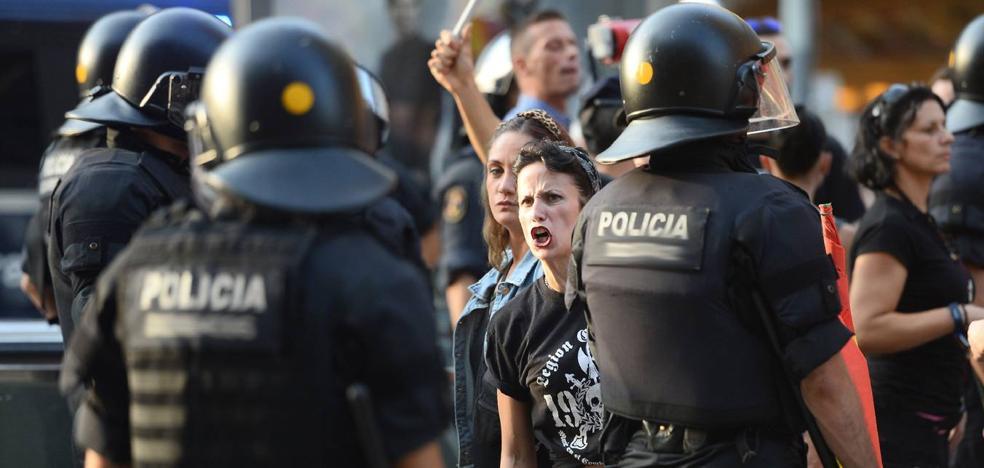 'Ley Mordaza' en acción en La Rioja: dos denuncias a la semana por falta de respeto a la Policía