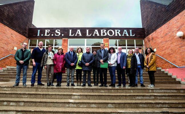 La Laboral, in English