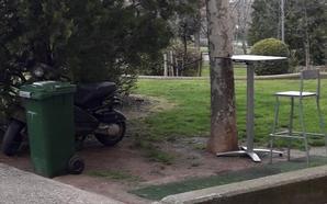 ¿Basurero, aparcamiento o zona de terraza?