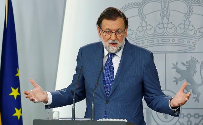 Rajoy da oxígeno a Cifuentes y acusa a la oposición de usar una doble vara de medir