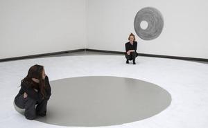 Dora García «agujerea la realidad» con su arte «imposible»