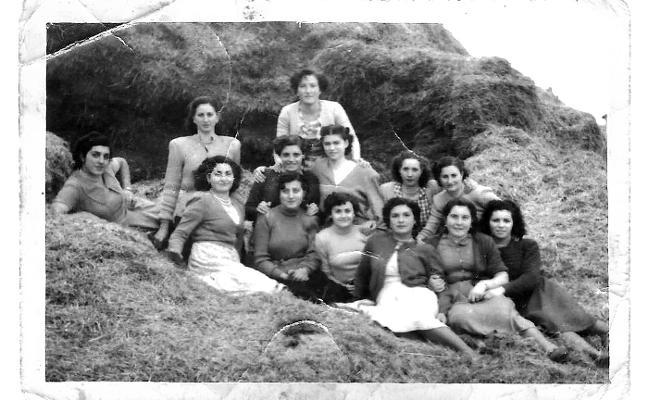 Grupo de amigas en 1951