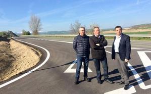 Mejora la seguridad vial en el cruce de carretera de Ochánduri con un camino rural