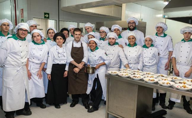 Andrés Ruiz cocinó en la Escuela de Hostelería