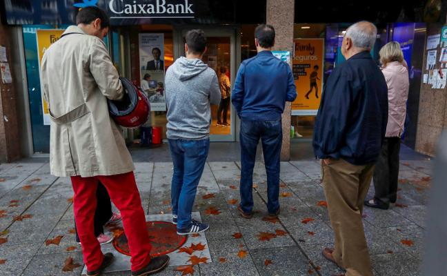 El juez imputa blanqueo a CaixaBank por transferir los beneficios de la mafia china