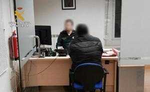 Detenido por utilizar una tarjeta de crédito que recibió en su correo