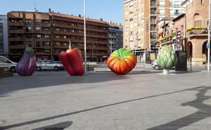 Seis verduras gigantes adornan Calahorra durante las Jornadas Gastronómicas