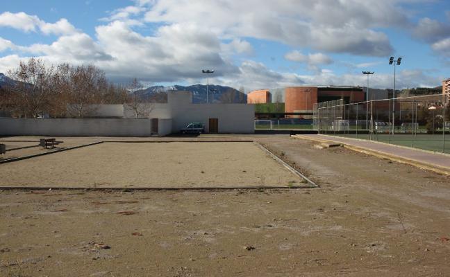 El Consistorio aparca la idea de la pista polideportiva cubierta y tratará de construir un pabellón