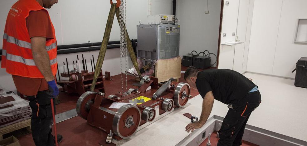 El primer acelerador para tratar el cáncer donado por Amancio Ortega estará en marcha a mediados de julio