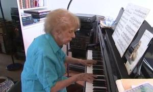 Colette Maze, la virtuosa de 103 años que toca el piano cuatro horas al día
