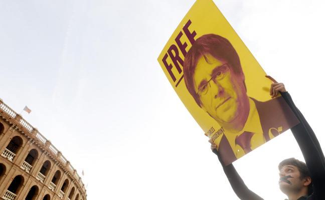 Puigdemont insiste en ser investido a un mes de que se convoquen nuevas elecciones