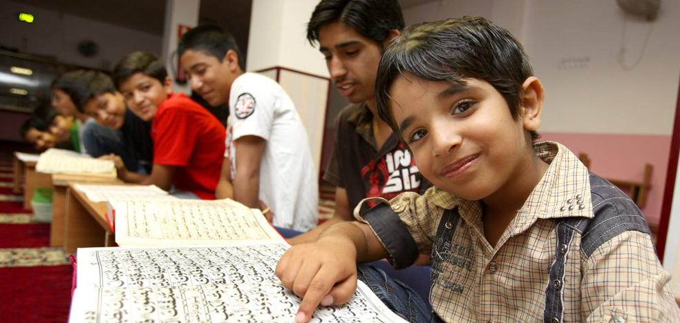 Los musulmanes denuncian que la inscripción escolar no permite especificar qué religión se desea