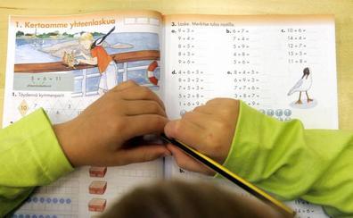 Los padres de alumnos defienden en el Parlamento la gratuidad de los libros de texto