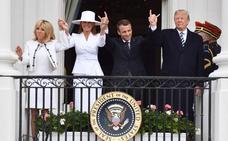 ¿Qué hace Macron con los dedos?