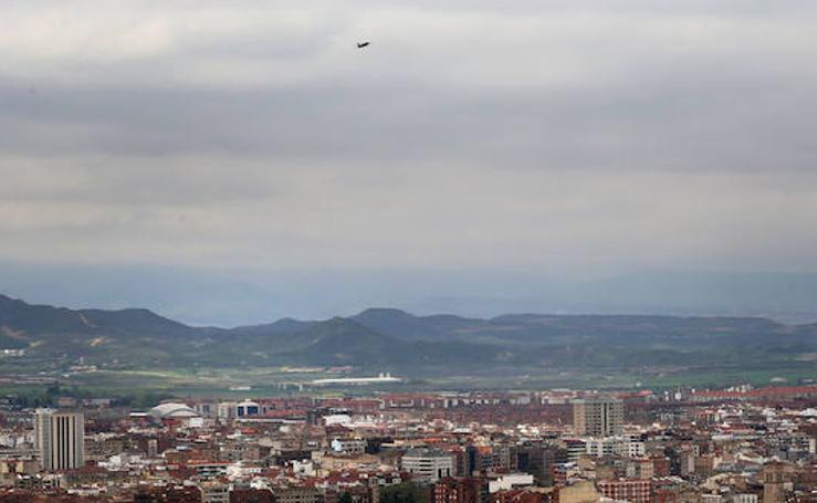 El F-18 sobrevoló la ciudad