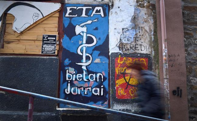 Víctimas e intelectuales piden a ETA que aclare  los 358 crímenes sin resolver
