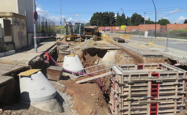 Siguen en Alfaro las obras del colector y desagües de la zona del cementerio