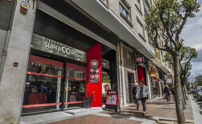 'Supercor Exprés' inaugura en la calle Pérez Galdós una tienda abierta todos los días del año