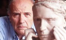 Fallece el escultor Julio López cuya obra 'La mujer' luce en la fuente de General Urrutia