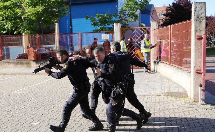 Simulacro de ataque terrorista en el IES Cosme García