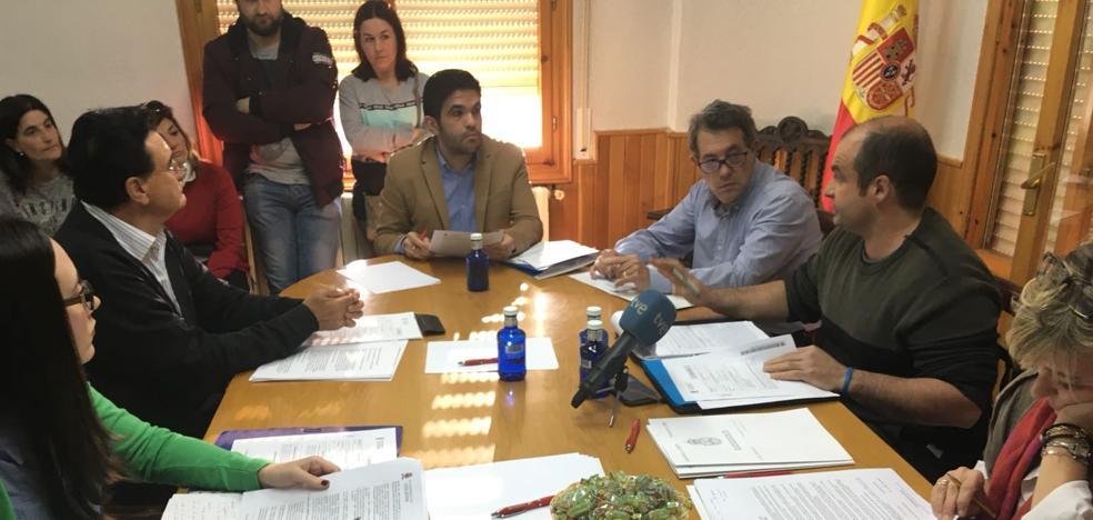 El alcalde de Viguera se enroca en su cargo con el respaldo del PP