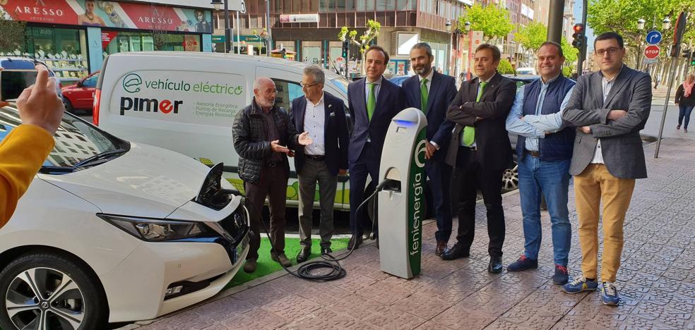 El punto de recarga de coches eléctricos de Avenida de La Rioja ya funciona