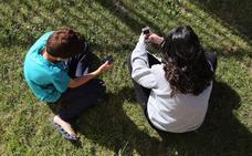 La primavera de los niños con móvil