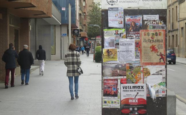 Arnedo recuerda la obligatoridad de pegar la publicidad en los totems