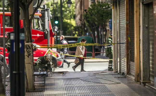 El reventón de una tubería causa cortes eléctricos y telefónicos en avenida de la Paz dos días después