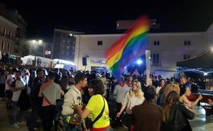 «Solicitaron una fiesta de DJs y la víspera anunciaron una fiesta del orgullo»